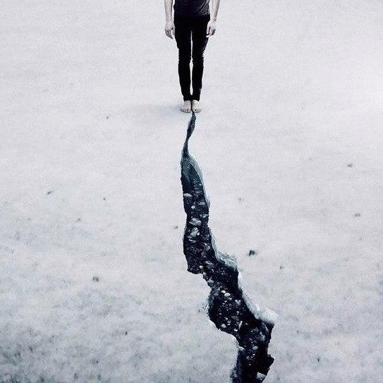 Иногда ты должен побежать, чтобы увидеть, кто побежит за тобой. Иногда