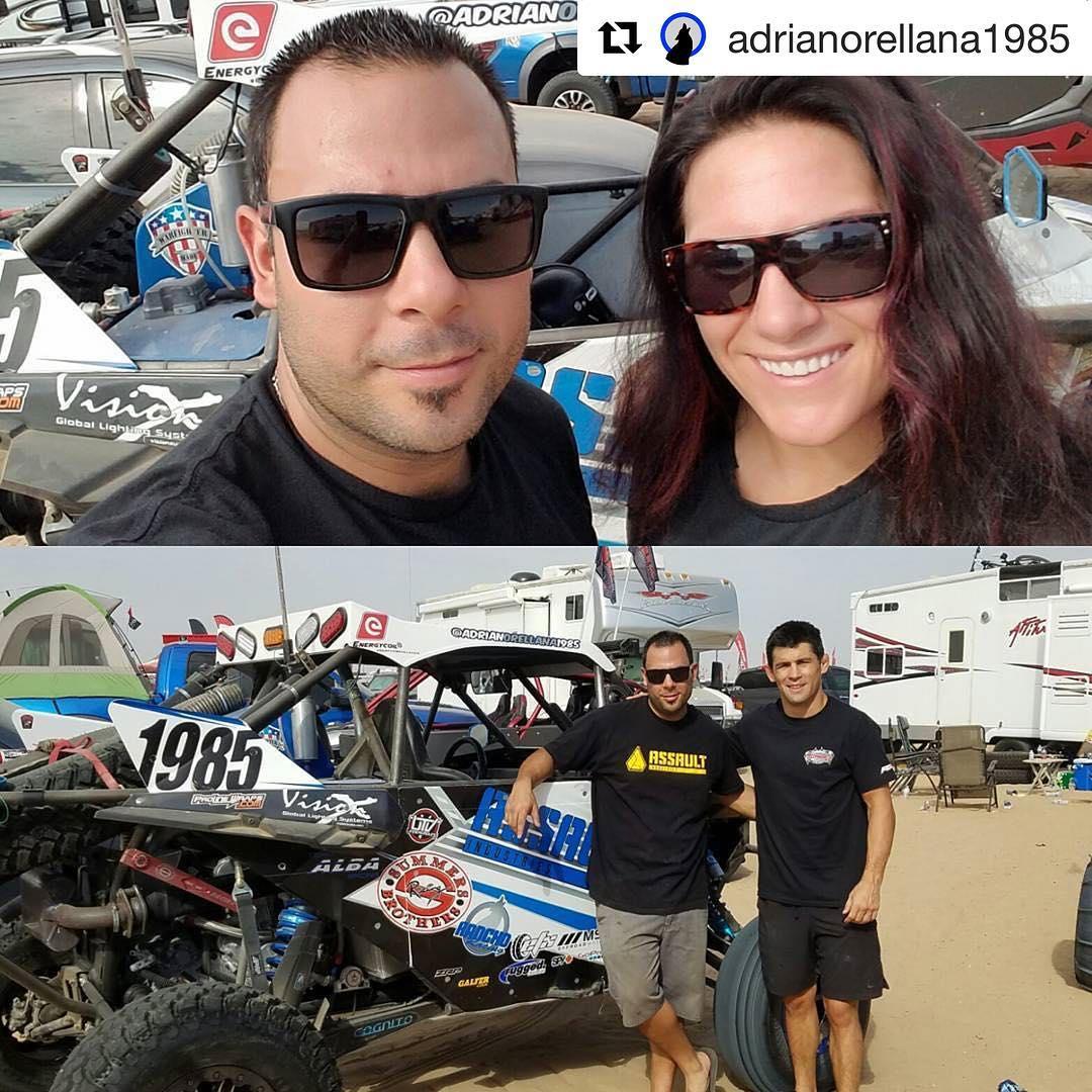 Доминик Круз и Кэт Зингано приняли участие в экстремальном шоу «Assault UTV» в пустыне Калифорнии!