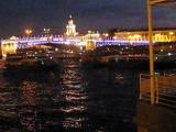 Санкт-Петербург, разведение поющего моста. Дворцовая площадь.