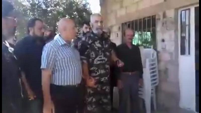 Визит бригадного генерала Иссама Загхреддина в дом мученика Хассама Сараи-Эд-Дина, чтобы выразить свои соболезнования