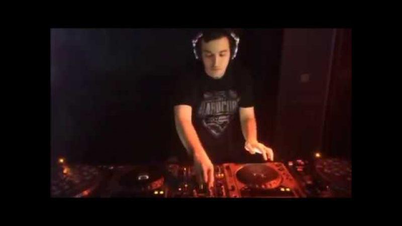 DJ Drazd Unplanned perfomance at 07 01 2016 in Derevo Vstrech anti cafe for DJ Mekhanick birthday