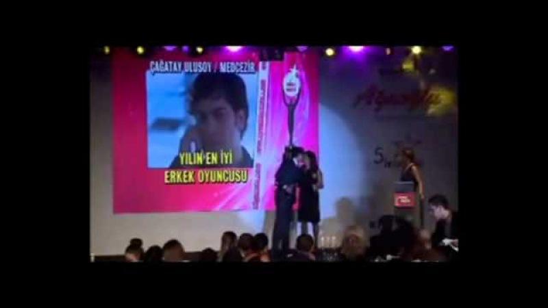 Çağatay Ulusoy En İyi Erkek Oyuncu 5. Ayaklı Gazete Tv Yıldızları Ödül Töreni