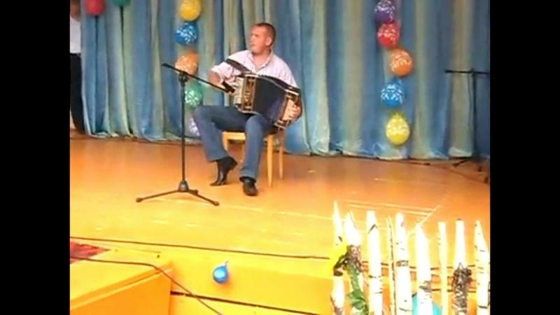 фрагмент из праздника на валу 2012 год. играет гармонист..танцует валера матросов