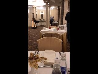 Мой завтрак в гостинице Золотое кольцо, женщина играет на арфе.:)