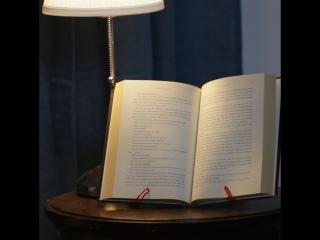 Подставка для книг из вешалки