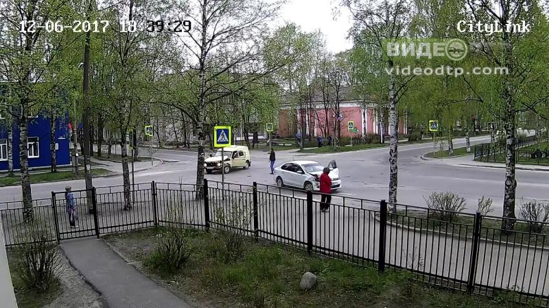 Женщина с ребенком на руках попала в жесткое ДТП в Карелии ДТП авария