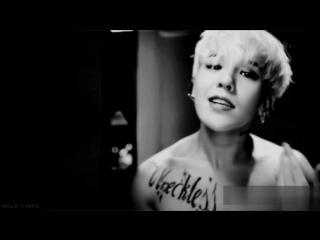 G-Dragon hot moments