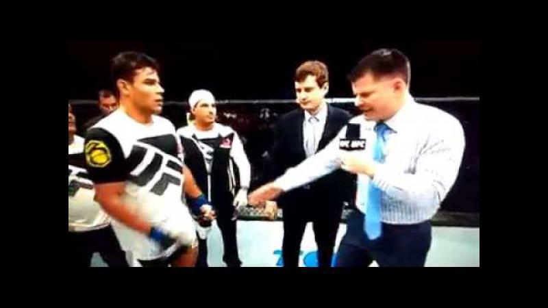 LUTADOR PAULO BORRACHINHA MANDA UM BOLSONARO 2018 AO VIVO NO UFC