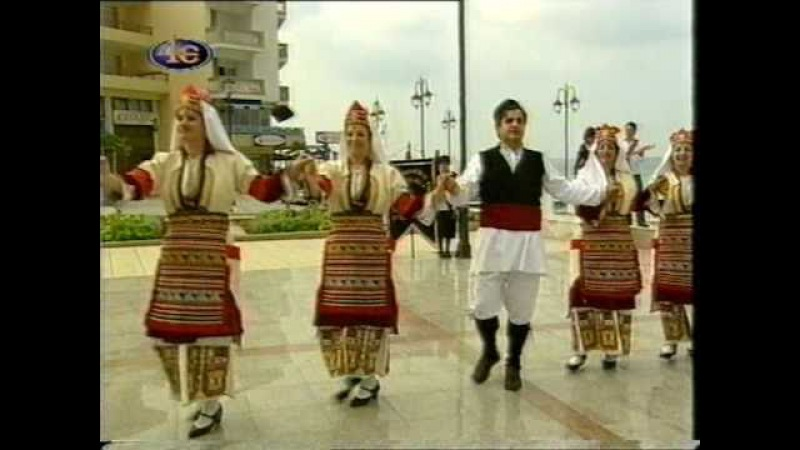 Фотис Милиос и Василики Айвадзиду с греческой народной песней
