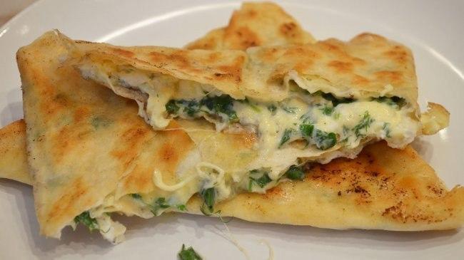 Лаваш с зеленью и сыром: вкуснятина за