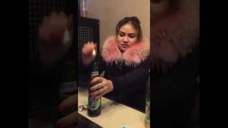 Девушка выпивает 7 бутылок пива за 100 секунд