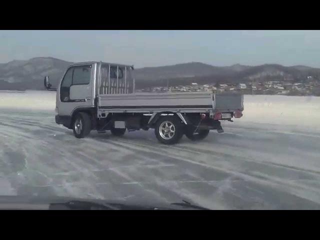 NISSAN ATLAS.4WD. Управляемый занос на льду