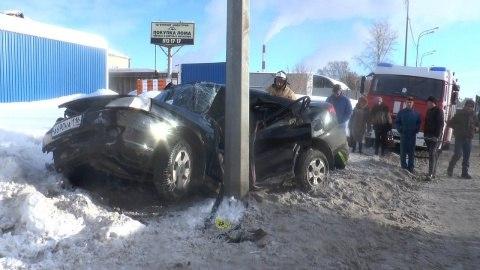 ВКазани утром шофёр «КИА» врезался встолб и умер наместе