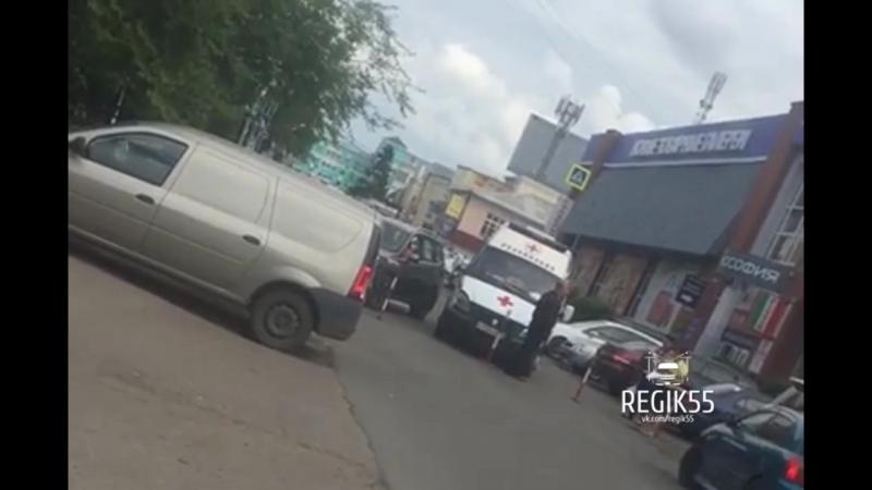 Охранник преградил проезд скорой помощи, Омск