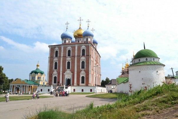 Рязань — город в России, административный центр