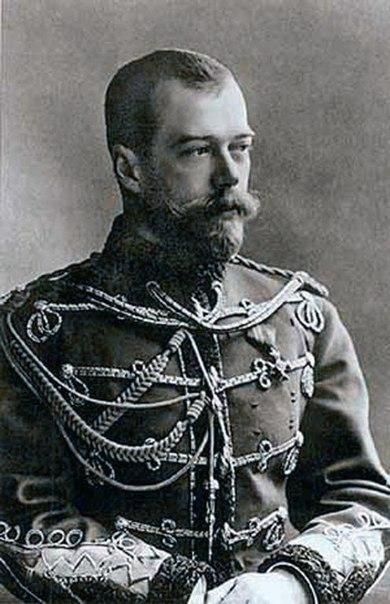 Обычно видятъ въ Императорѣ Николаѣ II человѣка
