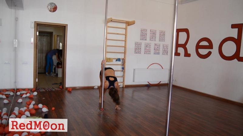 Тренування в школі танців RedMOon танцювальні св'язки учениць