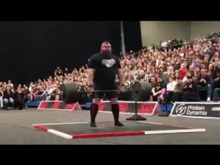 Eddie hall-350kg 9 reps. britains strongest man 2017 uk