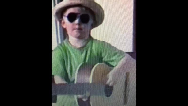 Throwback till när jag var fyra och framförde min första egenskrivna låt