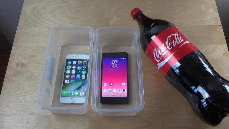 Sony Xperia X Performance против iPhone 7 (испытание Coca-Cola и заморозка в течение 11 часов)