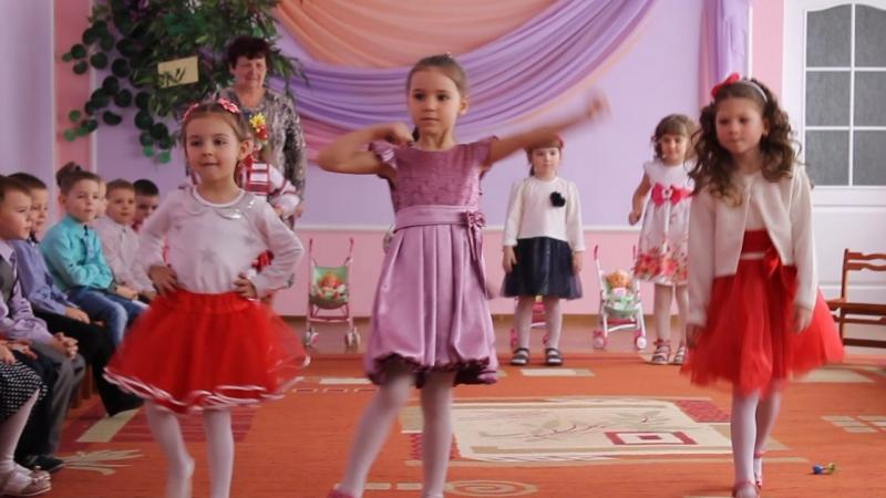 Танець маленьких модниць
