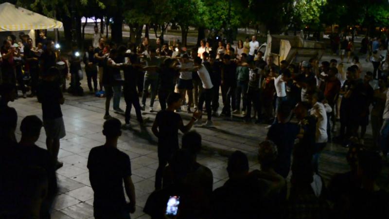 Общественные танцы (пл. Конституции, Афины)