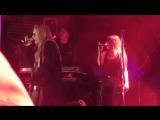 «EVOLution Tour»: Сан-Франциско (30.10.16). Сабрина выступает с песней «Smoke Fire».