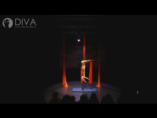 Детская воздушная гимнастика на полотнах, ученица студии - Эзель и хореограф  Татьяна Щенникова