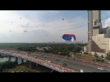10 квадракоптеров подняли в небо флаги триколор в честь Дня флага РФ