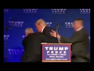 Трампа экстренно увели со сцены во время предвыборного мероприятия в Неваде