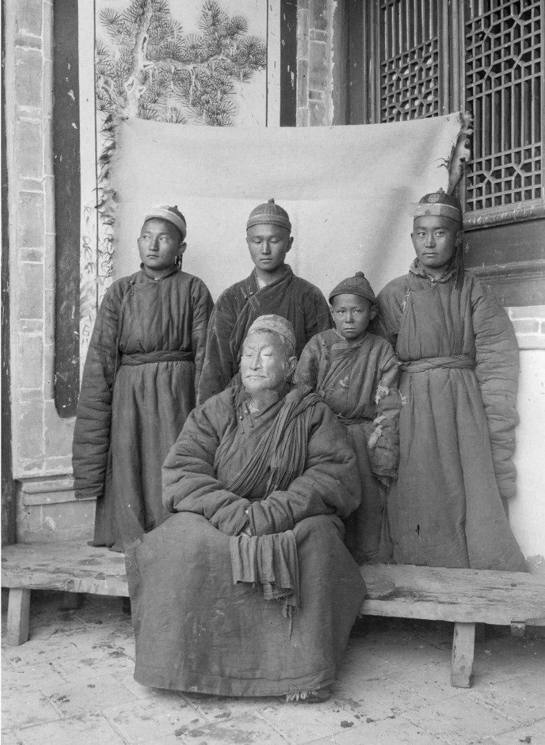 Настоятель монастыря со своими детьми
