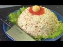 Сытный морской салат с жареным луком