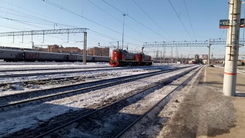 Маневровые тепловозы ТЭМ18ДМ-514 и ТЭМ18ДМ-513 на станции Новосибирск-Главный