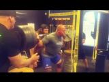 Ник Бэст, приседания 333 кг на 9 раз