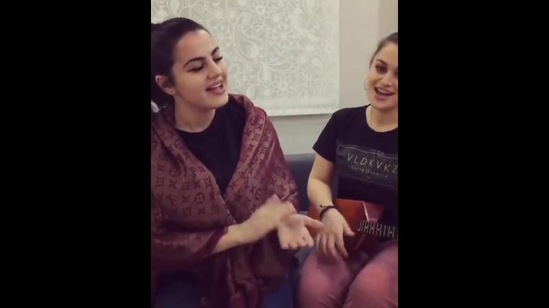 Армянка и Осетинка спели песни на трех языках,на осетинском,чеченском и грузинском ) Единство и дружба народов !