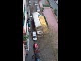 Как разъезжаются на узких улочках Барселоны.