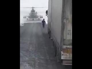 Атобе Казахстан 2017 Вертолёт сел на дорогу что бы узнать путь😁