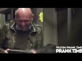 Заразительный смех ПРАНК