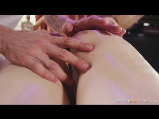 Star Del Ray - A Surprise Stroke And Squirt (Dirty Masseur)