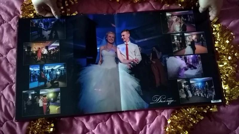 Весільна фотокнига 30 на 30 см Шкіряна обкладинка з тисненням Ціна 80 грн розворот
