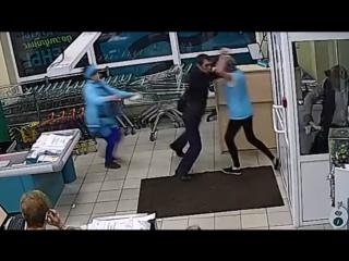 В Ангарске женщины-продавцы поймали вора-рецидивиста и передали полиции