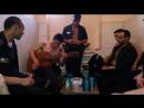 Цыган на зоне красиво поет под гитару - YouTube (720p).mp4