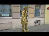 Человек статуй. Новая модная профессия, стоять и часами не шевелиться.