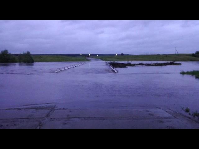 Перелив через низководный мост вблизи села Черки-Кильдуразы Буинского района