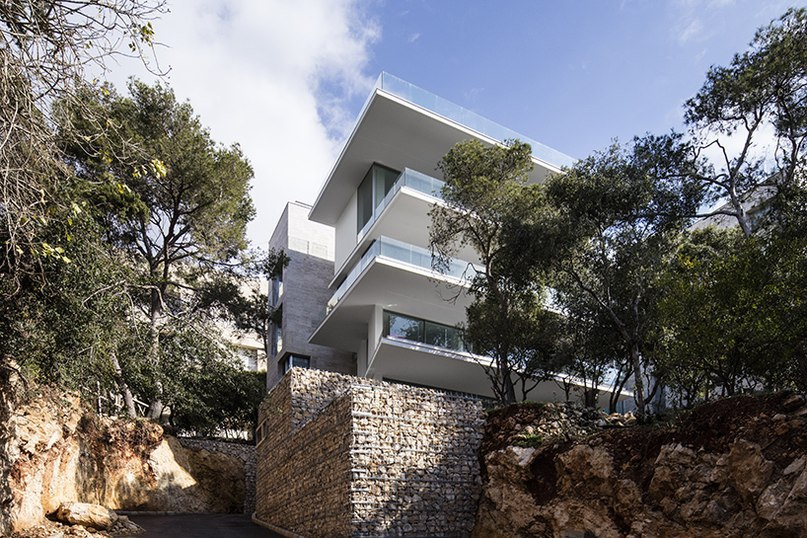 109 architectes builds family residence as four interlinked blocks in lebanon
