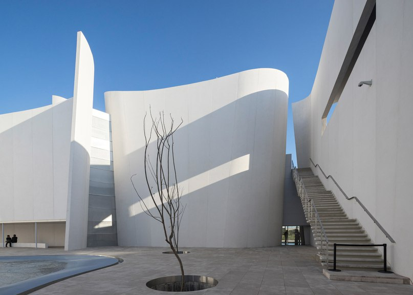 Toyo Ito creates fluted walls of white concrete at Museo Internacional del Barroco