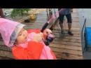 Staw rybacki 6 letnia dziewczynka walcząca z rybą DZIEWCZYNA PRZECIWKO RYBIE