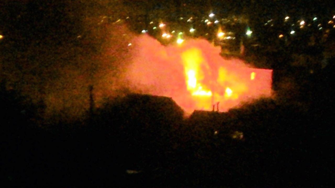 В Таганроге на Северном подожгли сарай, спасено 6 человек