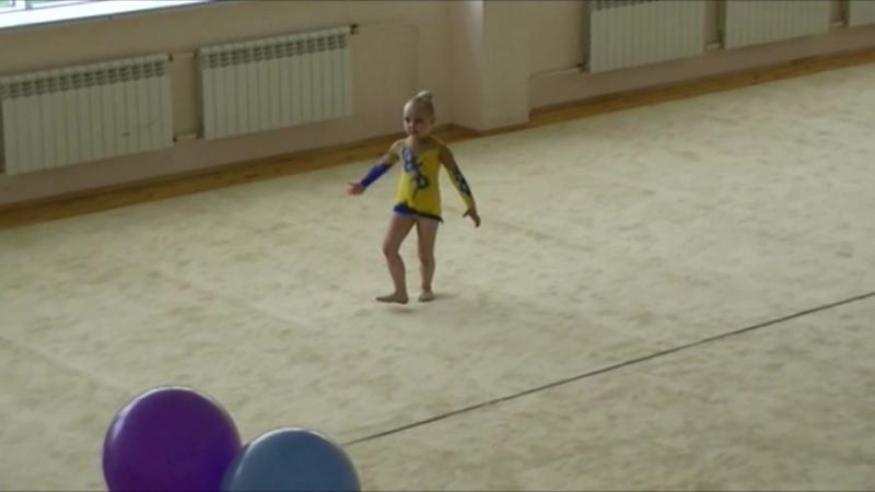 наш дебют в качестве гимнастки