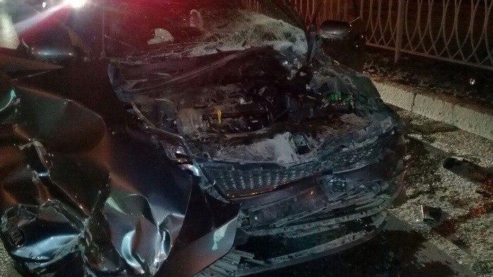 ВКазани лихач наиномарке врезался вКАМАЗ-уборщик